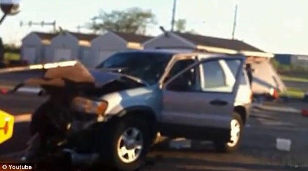 Ατύχημα: Ο έφηβος συνετρίβη SUV του μέσα από μια ημερομηνία και σε ένα φορτηγό, φέρεται ψηλά στην άλατα μπάνιου