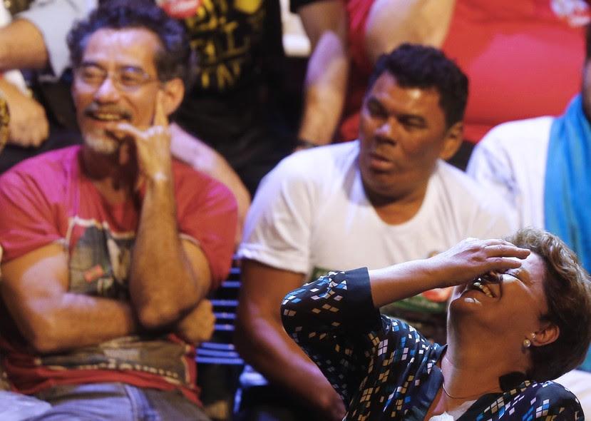 Dilma participa de ato político com intelectuais e artistas no Rio de Janeiro. No evento, Dilma recebeu o apoio de músicos e atores, como Chico Diaz (à.esq na foto).