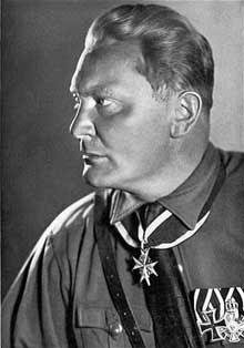 Herrmann Göring, héroïnomane, plus cupide que fanatique ; il n'en fut que plus dangereux