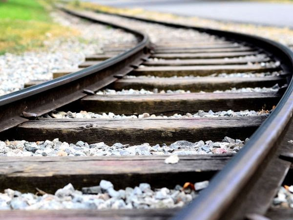 Senators Threatens to Tie Self to Tracks in Response to Old Lyme High-Speed Rail Proposal