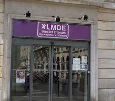 La cabine de télésanté LMDE/Intériale située rue Danton (Paris 6e) explore désormais le champ de la visioconsultation.