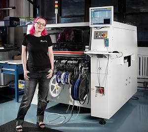 Jovem engenheira vira ícone do Hardware Livre