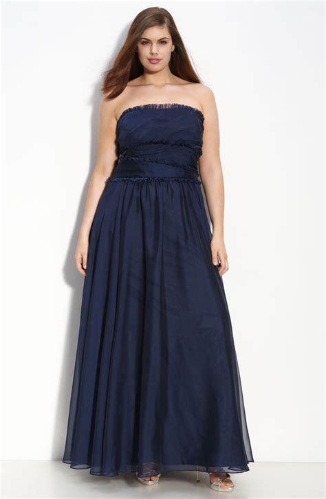 Elegant strapless long deep navy blue plus size bridesmaid