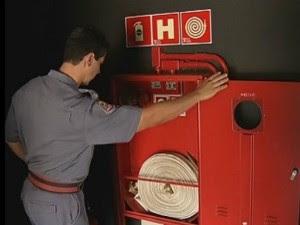 Objetivo foi fiscalizar validade dos extintores e saídas de emergência (Foto: Reprodução/TV Tem)