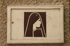 Dubai Women Sign