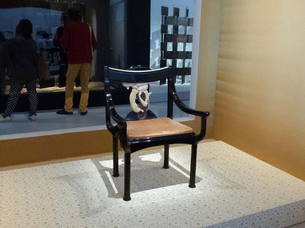 fauteuil en laque.jpg