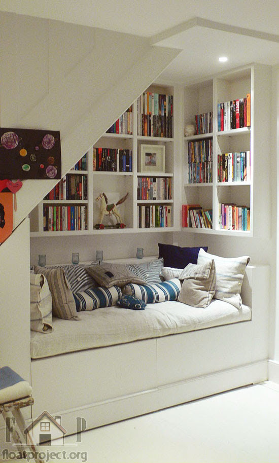 cozy nook How to utilize the space under the stairs