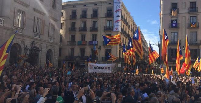 Manifestación en Barcelona de los Alcaldes citados por la fiscalía por mostrar su apoyo al referéndum del 1-O./PÚBLICO
