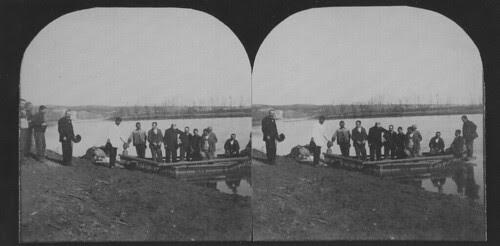 Fotografía estereoscópica de la bendición de un barco en Toledo hacia 1934. Donación del Marqués de la Vega Inclán a la Hispanic Society of America