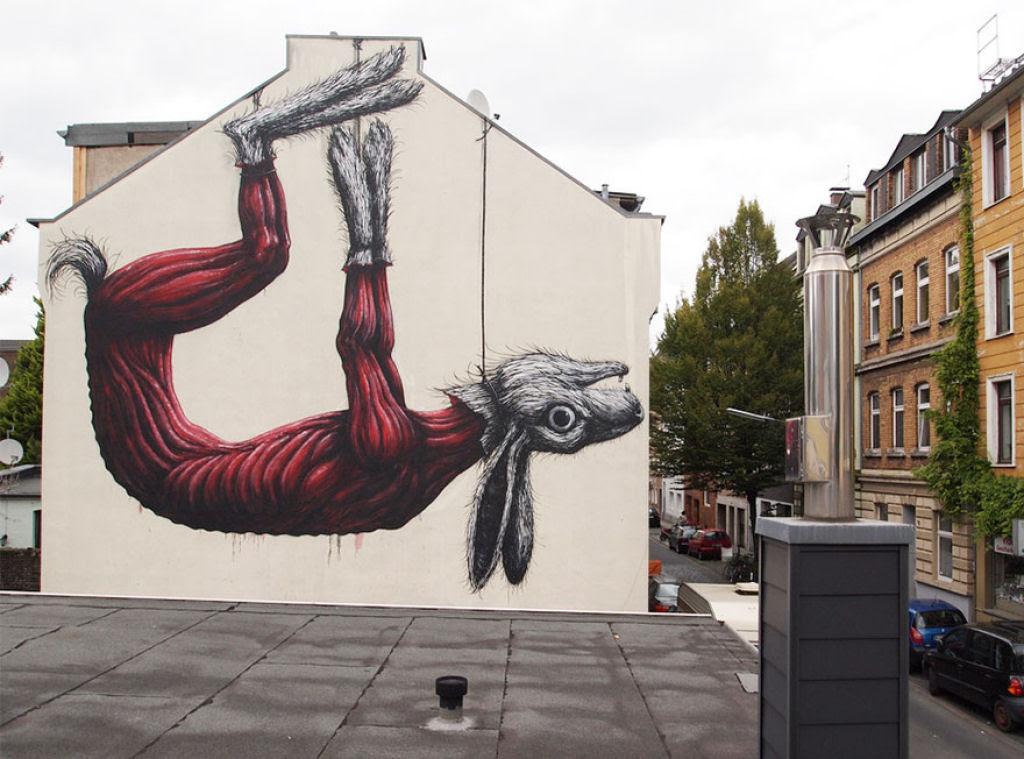 24 eloquentes obras de arte urbana mostrando a desagradável verdade 16
