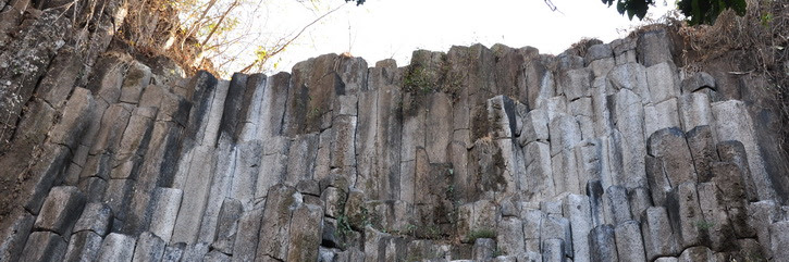 Suchitoto, El Salvado, cascada Los Tercios; formations de roches étranges