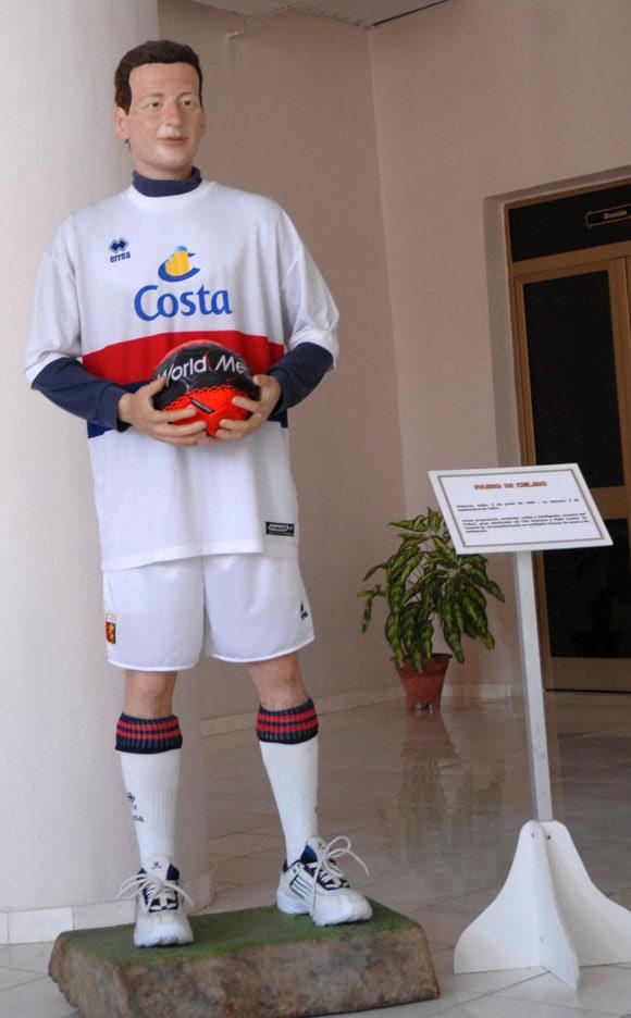 Estatua a la memoria de Fabio Di Celmo, joven italiano asesinado víctima de un atentado terrorista en Cuba, expuesta en el Museo de Cera, en Bayamo, provincia de Granma. AIN Foto: Oscar ALFONSO SOSA