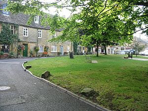 English: Corner of Market Square, Stow-On-The-Wold