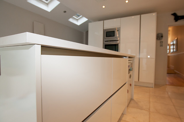 Handleless Kitchen By LWK Kitchens London - modern - kitchen