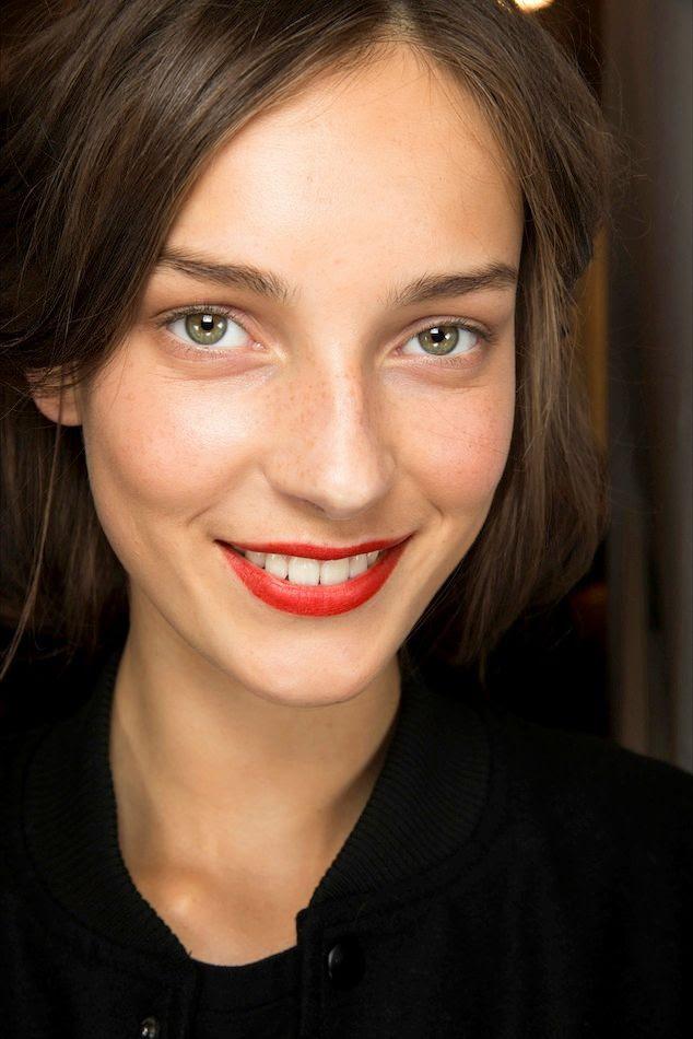 Le Fashion Blog Beauty Inspiration Fresh Face Classic Red Lip White Teeth Julia Bergshoeff Backstage Burberry SS 2015 photo Le-Fashion-Blog-Beauty-Inspiration-Fresh-Face-Classic-Red-Lip-White-Teeth-Julia-Bergshoeff-Backstage-Burberry-SS-2015.jpg