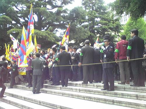 Students' protests during Hu Jintao's Waseda University visit 5