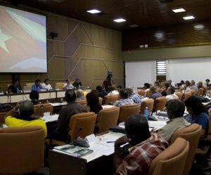 Durante esta primera jornada varias comisiones han debatido sobre los Lineamientos del PCC y los documentos del VII Congreso.  Foto: Ladyrene Pérez/ Cubdebate.