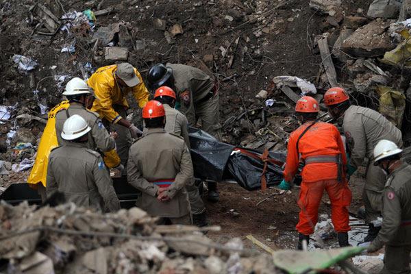 Vítimas do desabamento no centro do Rio de Janeiro tentaram fugir do edifício Liberdade pela escada segundos antes do prédio desmoronar.