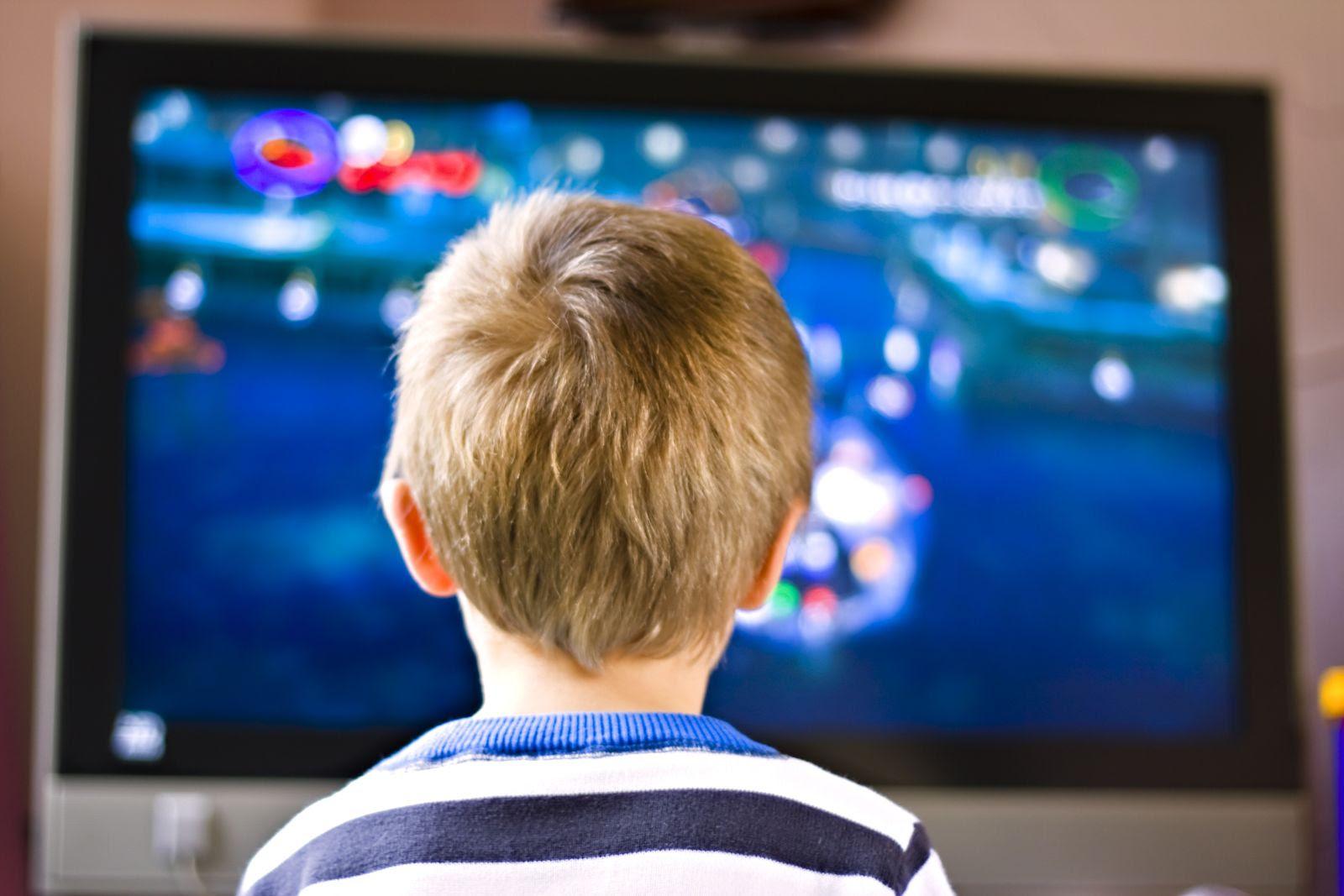 Resultado de imagen para viendo tv