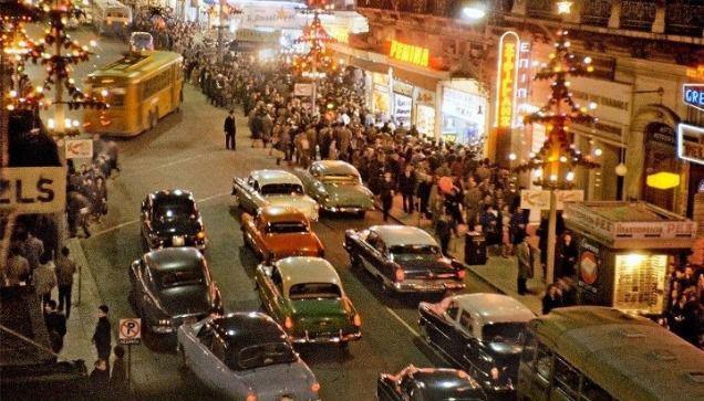 """""""Η Αθήνα που χάσαμε."""" Η συγκεκριμένη φωτογραφία προέρχεται από τo φωτογραφικό Αρχείου του Μουσείου Μπενάκη, και απεικονίζει μια έκρηξη φωτός, κίνησης, χρώματος, ευζωίας στα Χαυτεία, τον Δεκέμβριο του 1960."""