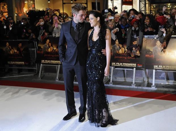"Robert Pattinson e Kristen Stewart na première de  ""Amanhecer"" em Londres (Foto: Agência/Reuters)"