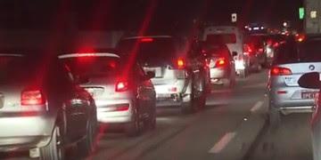 Motorista é feito refém em assalto em rodovia em Santos (Reprodução/Tv Tribuna)