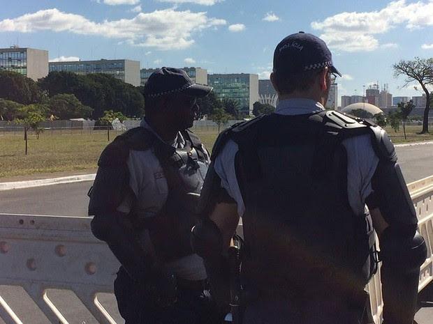 Policiais militares na Esplanada dos Ministérios (Foto: Gabriel Luiz/G1)