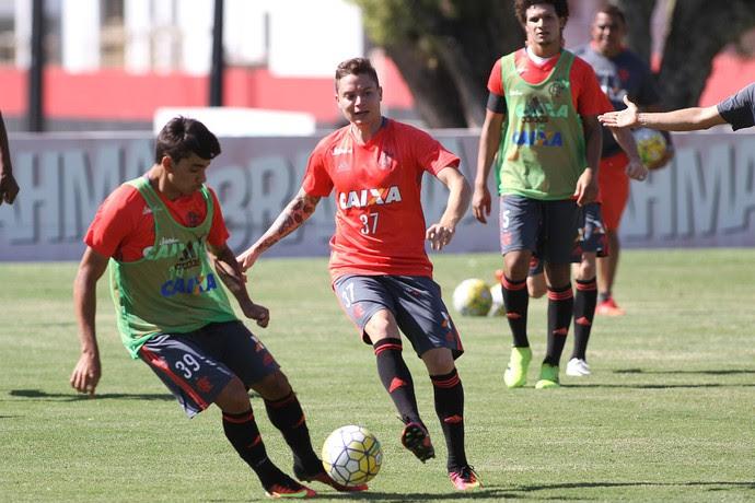 Adryan treino Flamengo (Foto: Gilvan de Souza/Flamengo)