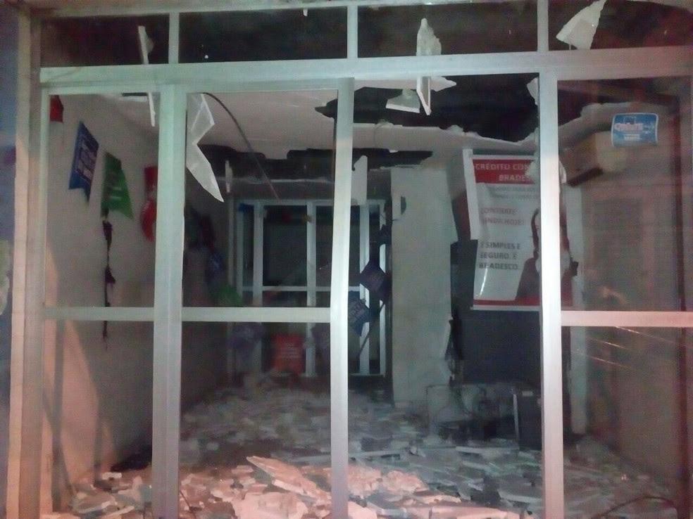 Agência do Bradesco de Bom Jardim foi alvo de bandidos na madrugada desta terça-feira (11)  (Foto: Reprodução/WhatsApp)
