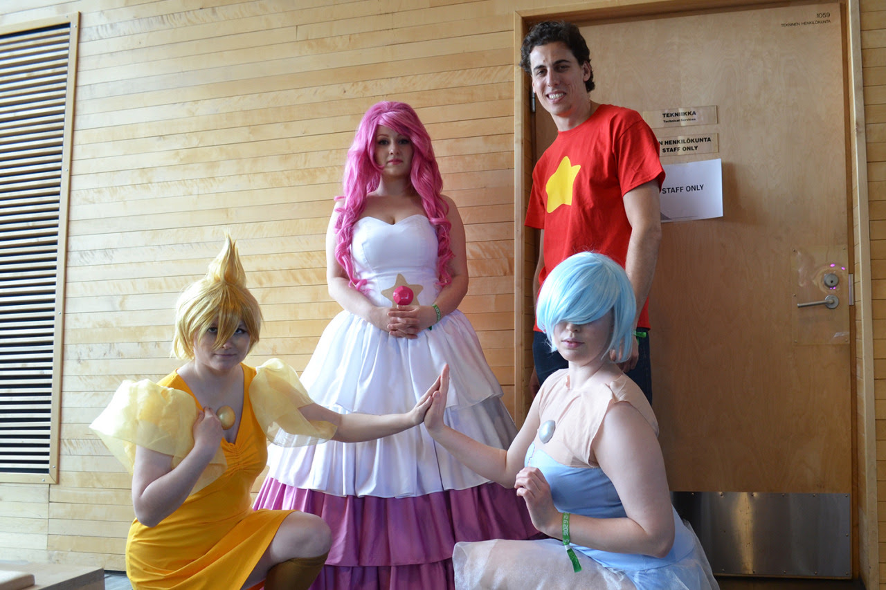 Desucon 2016 kuvia 4/5: Steven Universe Steven Universe: Alexi L. Blue Pearl: @lethal-kitten Yellow Pearl: @darth-animus Amethyst: ??? Rose Quartz: ???
