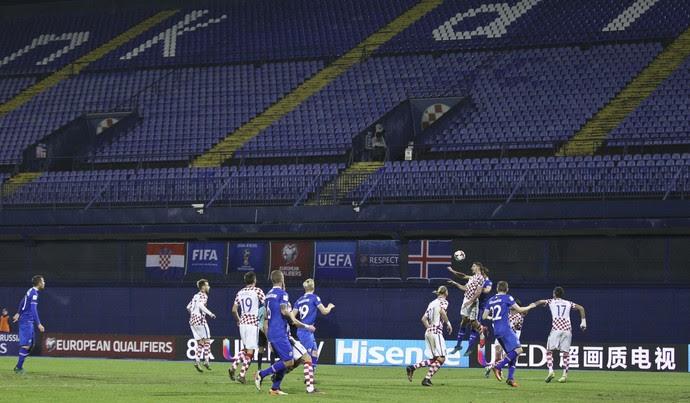 Croácia x Islândia na vazia Maksimir Arena, do Dínamo Zagreb (Foto: REUTERS/Antonio Bronic)