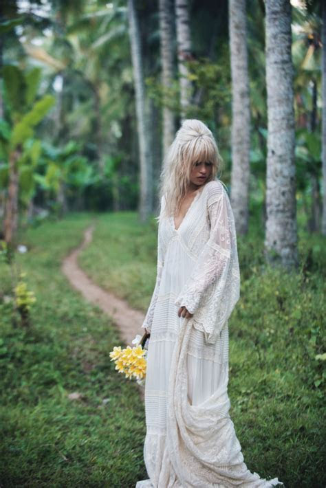 Stunning romantic bohemian wedding dresses you will fall