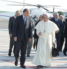 Saluto del Presidente Letta a Papa Francesco i...