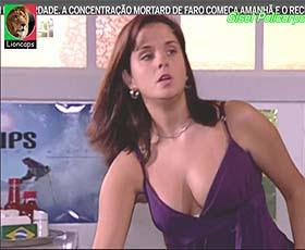 Gisel Policarpo sensual na novela Cristal