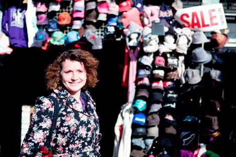 Tess Read, en un mercadillo londinense. Foto: Ione Saizar