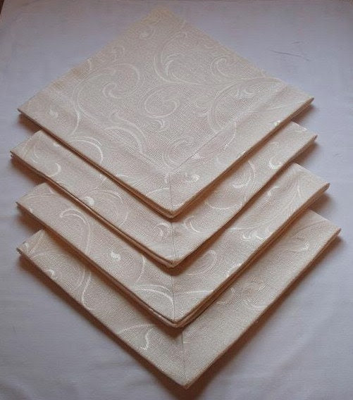 Gold and Cream Floral Damask Tailored Dinner Napkins (Set of 4)