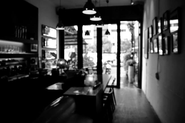 故意失焦的咖啡館