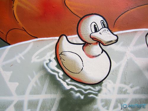 Arte Urbana by Mário Belém - Peixe laranja/Imaginário no CAE na Figueira da Foz Portugal - Elemento pato de borracha (15) [en] Urban art by Mário Belém - Orange Fish/Imaginary in Art Center Figueira da Foz, Portugal