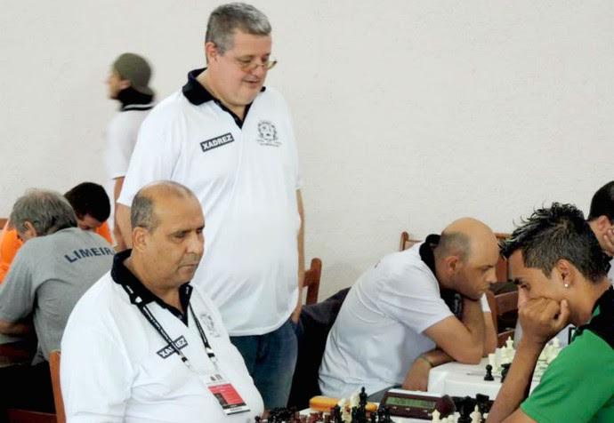 Nelson Castelo Branco, técnico de  Crisolon Terto Villas Boas, enxadrista cego, Jogos Abertos 2014 (Foto: Ana Carolina Levorato)
