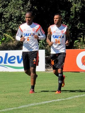 Samir e Paulinho Flamengo treino (Foto: Thales Soares)