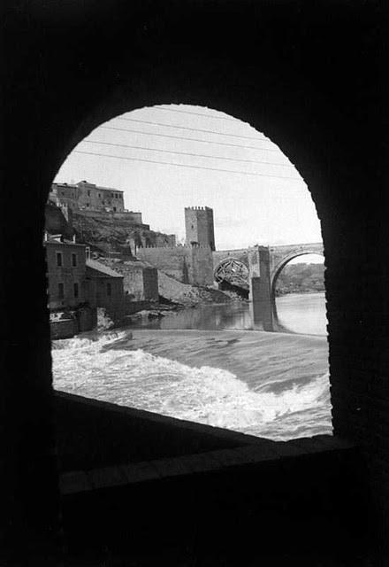 Puente de Alcántara en 1935. Fotografía Josep Gaspar i Serra © Arxiu Nacional de Catalunya. Signatura ANC1-23-N-1550
