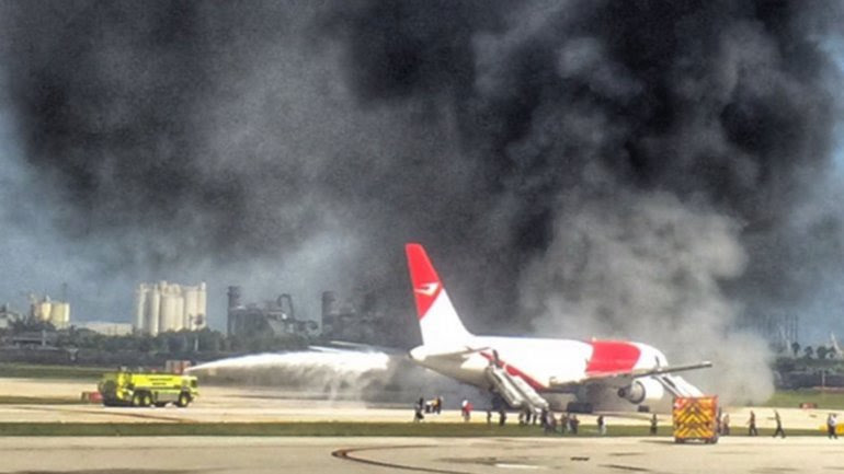 El avión se incendió en el aeropuerto de Fort Lauderdale