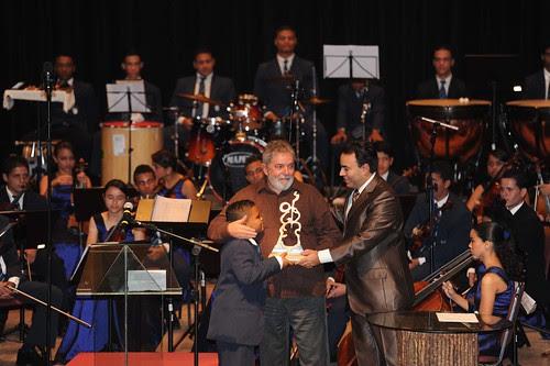 21/07/11   Ex-presidente Lula recebe homenagem da Orquestra Criança Cidadã, no Parque Dona Lindu, No Recife. Foto: Sérgio Figueirêdo.
