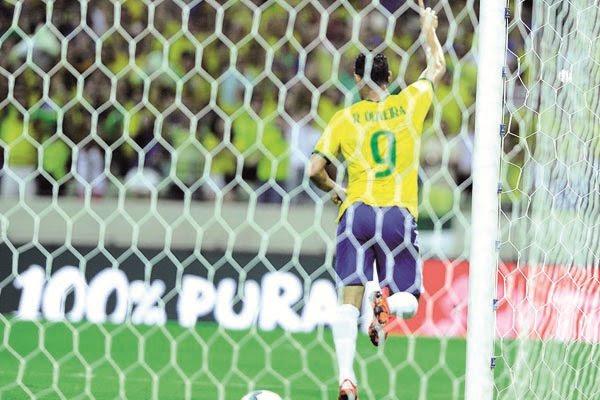 Ricardo Oliveira marcou o gol num momento importante da partida, quando os venezuelanos pressionavam a Seleção Brasileira