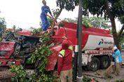 Rem Blong, Truk Tangki Bermuatan 16.000 Liter BBM Tabrak Pohon