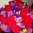 De acordo com o colunista Léo Dias, as flores que a atriz postou em seu Instagram teriam sido mandadas pelo deputado