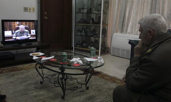 Ramiro Valdés, en un sala del Palacio de las Convenciones donde sesiona la Asamblea Nacional del Poder Popular, durante la alocución del Presidente Raúl Castro en el que anuncia el regreso de los tres cubanos antiterroristas. Foto: Ladyrene Pérez/ Cubadebate