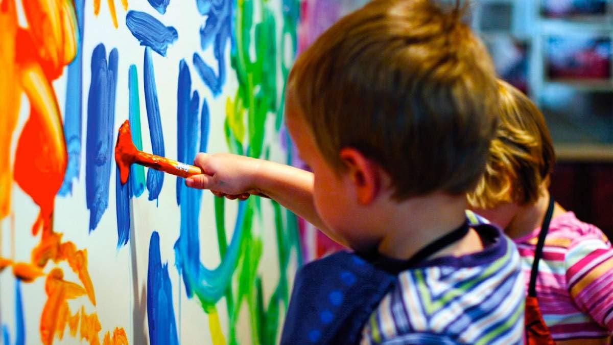 http://im1.7job.gr/sites/default/files/imagecache/1200x675/article/2017/37/238578-children-painting.jpg