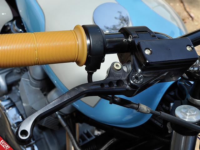 Caf U00c9 Racer 76  Biltwell U0026 39 S 08 Triumph Bonneville R U0026d Mule