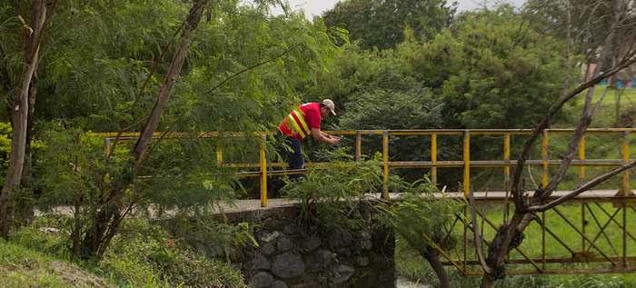 Secretaría de Infraestructura inspecciona puentes peatonales en Cali